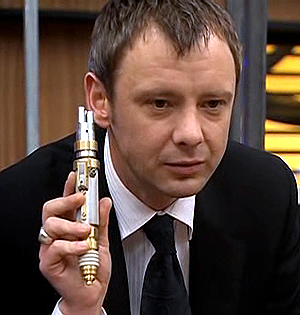 Master_with_laser_screwdriver